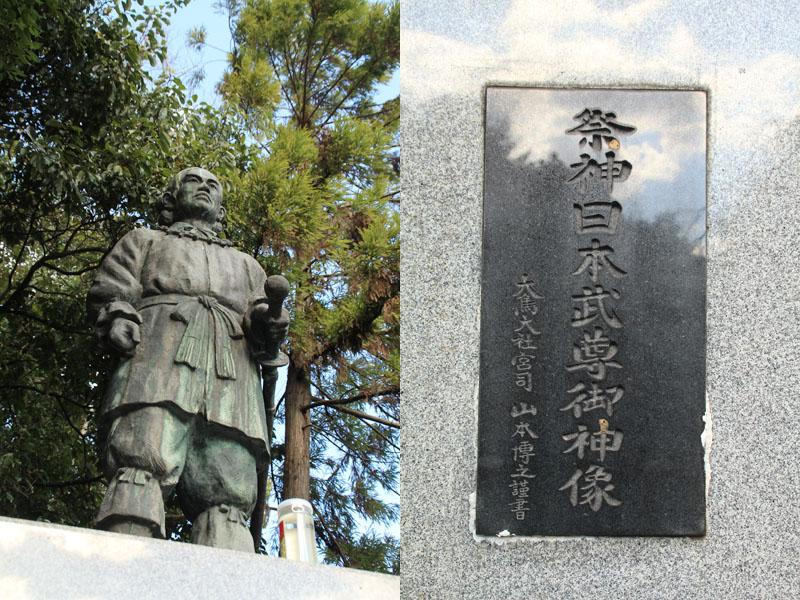 御祭神の銅像
